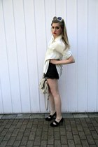 black bcbg max azria shorts - off white Millie Loves Min shirt