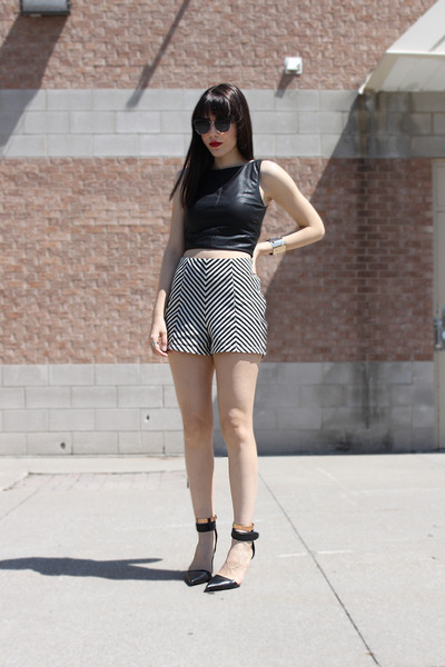 Chevron-costa-blanca-shorts-leather-look-zara-top-alexander-wang-heels