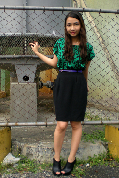 green vintage blouse - black thrifted skirt - purple Mango belt - black Parisian