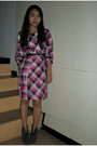 Pink-mags-dress-gray-parisian-shoes