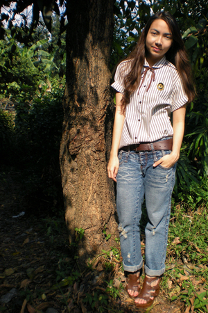 white vintage top - from hongkong jeans - brown Parisian shoes - brown random be