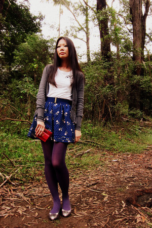 tights - wallet - skirt - t-shirt - cardigan - flats