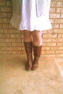 Brown-faux-leather-mossimo-boots-white-cotton-and-lace-thrifted-vintage-dress
