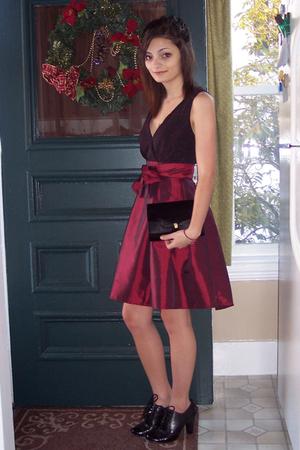 red Bailey blue dress - black purse - black shoes