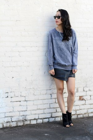 charcoal gray unknown sweater - black Choies skirt - black unknown heels