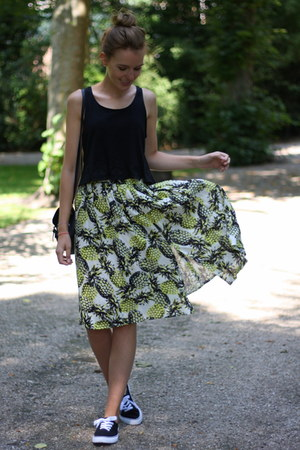 chartreuse Primark skirt - black cropped croptop Monki top
