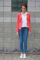 white allstars Converse shoes - blue skinny H&M jeans - red Forever21 blazer