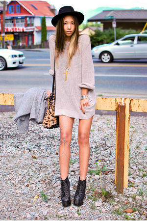 beige Yes Style sweater - black Jeffrey Campbell boots