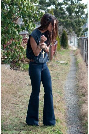 black vintage t-shirt - blue doll J Brand jeans