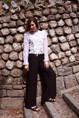 lace vintage blouse - vintage pants - flexi sandals