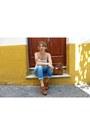 Light-blue-levis-jeans-brown-michael-kors-purse