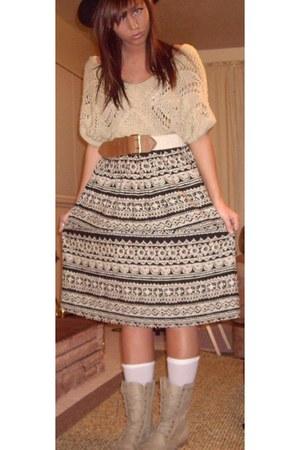 black aztec skirt - camel lace ups boots - white socks - burnt orange belt