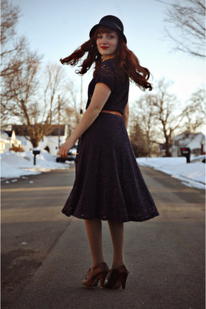 navy lace vintage dress - black vintage coat - black cloche hat - tan tights