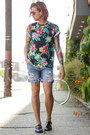 Jonny IV t-shirt - Levis shorts - ray-ban sunglasses - Zara sandals