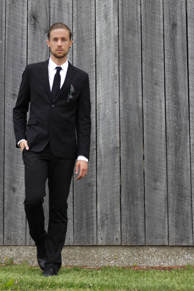 Cole Haan shoes - Zara blazer - Zara shirt - Ray Ban sunglasses - Zara pants