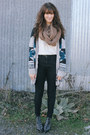 White-top-heather-gray-cardigan-black-pants