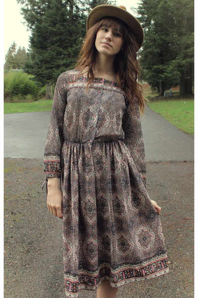 camel vintage hat - tan free people boots - puce vintage dress