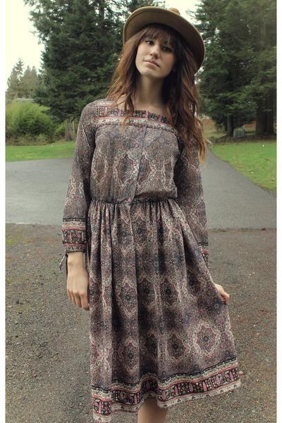 camel vintage hat - tan free people boots - puce vintage dress