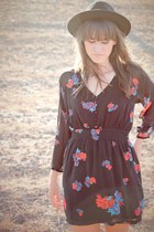 black floral print MinkPink dress - black Forever 21 hat