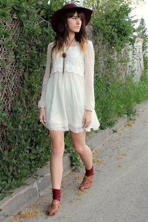 crimson gift from bf hat - ivory dress - brown sandals