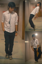 H&M shirt - feather Cravemore necklace - sneakers Converse sneakers
