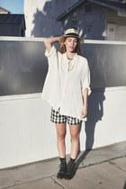 cream silk oversized vintage shirt - black Retro GAP shorts