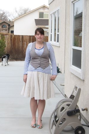 white thrifted skirt - beige Anthropologie shoes - white Old Navy shirt - gray O