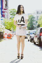 white cotton Uniqlo t-shirt - black tribute sandals Yves Saint Laurent sandals