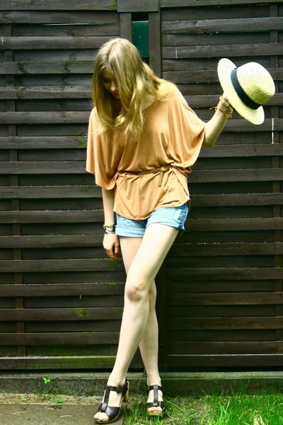 blue Zara shorts - nude H&M blouse