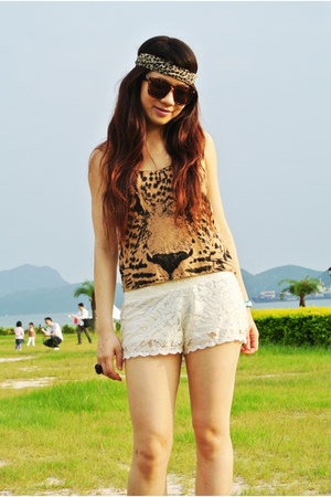 white lace Bershka shorts