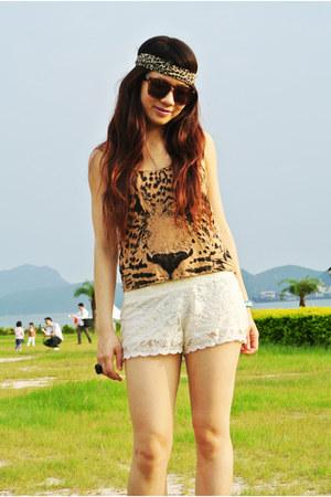 white lace Bershka shorts