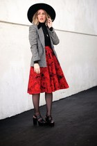 ruby red vintage skirt - black Lack of color hat