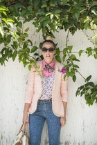 hot pink crossroads blazer - nude Lovers & Friends blazer - blue Levis jeans