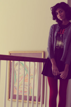 black concert t-shirt - ruby red Forever 21 tights - black H&M skirt