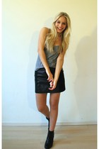 black leather skirt - gray Tank top