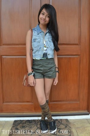 denim Petit Monde vest - brown fringed sling SM bag - green Accessorize shorts