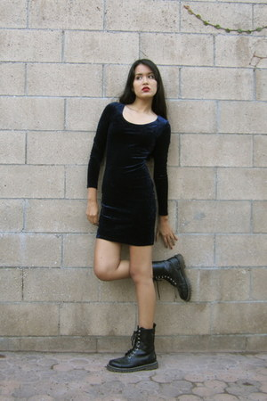 navy body con u-neck vintage dress - black vintage boots