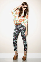 Black-floral-print-leggings