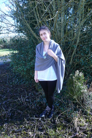 black Zara boots - black dunnes stores leggings - heather gray Primark vest