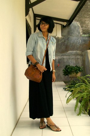 black maxi dress - sky blue denim jacket - brown floral print bag