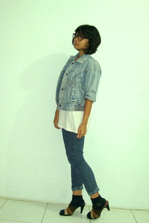 periwinkle jeans jacket - navy jeans - black socks - off white t-shirt