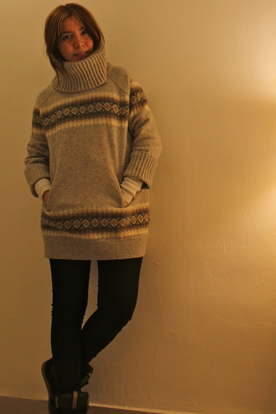 Gap sweater - Zara sneakers - Zara pants
