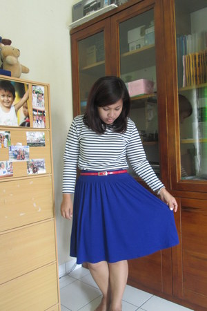 blue thrifted skirt - top - red belt