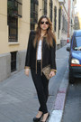 Zara-jeans-queens-wardrobe-jacket-zara-bag-ray-ban-sunglasses-zara-heels