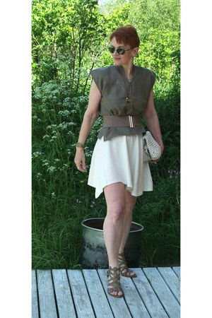 light brown linen top - off white cotton crochet bag - light brown belt
