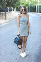 navy bag - light blue dress - black ray-ban sunglasses - white sneakers