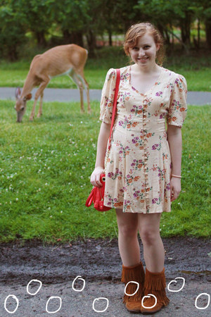 tawny Minnetonka boots - cream vintage dress - carrot orange Steve Madden bag