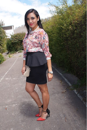 red Zara heels - beige Zara bag - black peplum Zara skirt