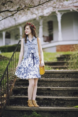blue floral modcloth dress - nude flat ecote boots