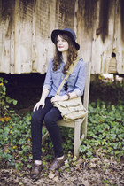 gray wide brimmed Gap hat - black skinny American Eagle jeans